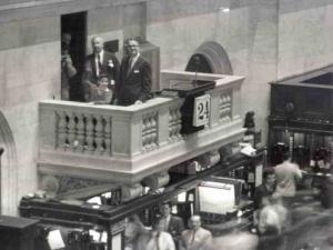 1956 Leonard Ross primer invitado campana NYSE tras ganar concurso